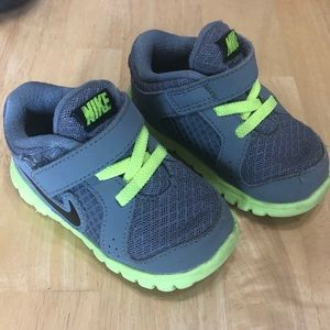 Toddler Baby Nike shoes size 5C